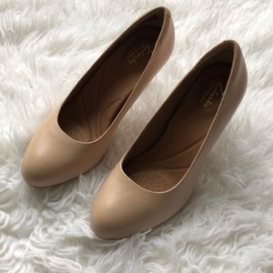 6a4d41e2ad86 Clarks Shoes - NWT Clarks Heavenly Star Nude Leather Pumps